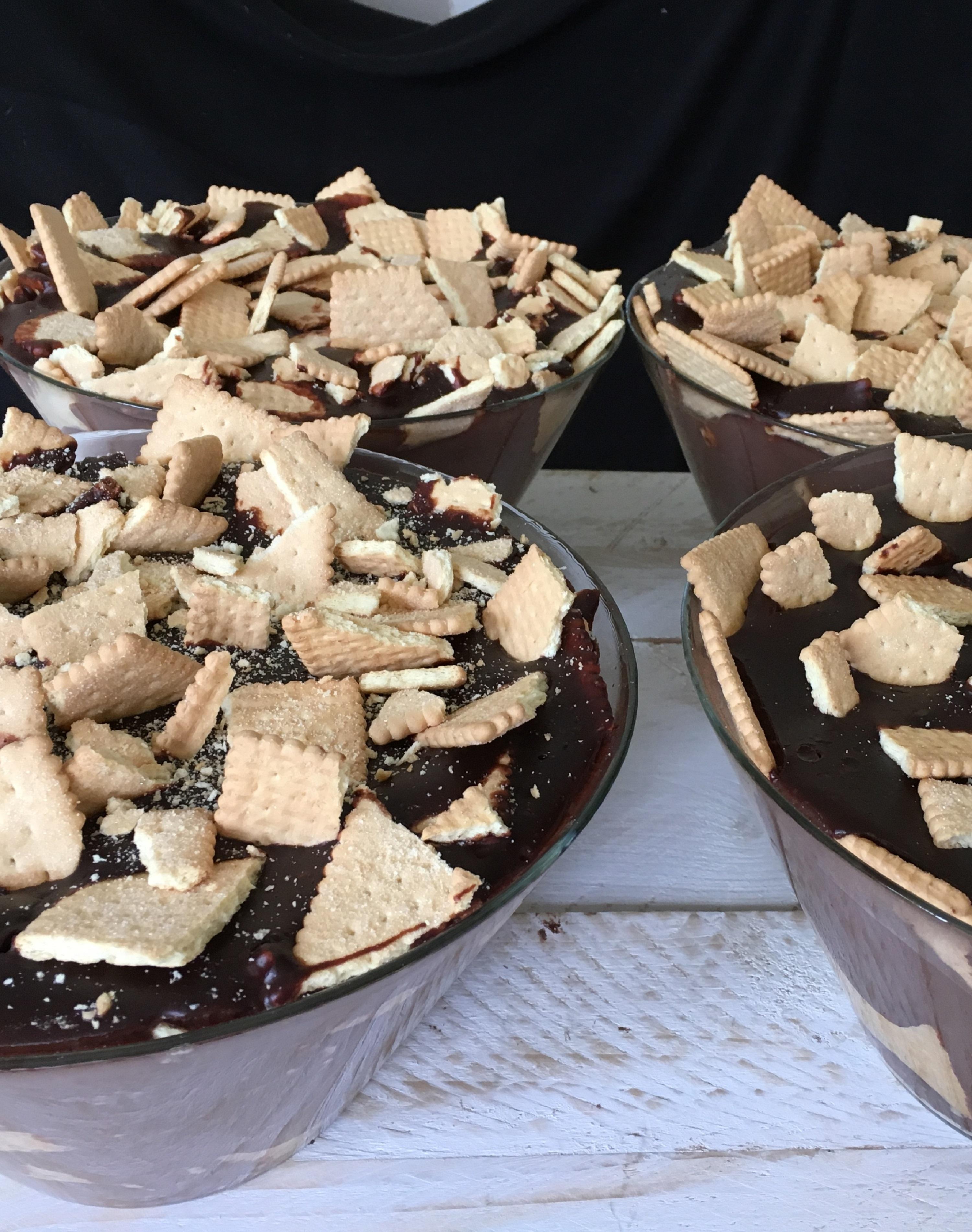 Kinderbuffet chocoladepudding met koekjes